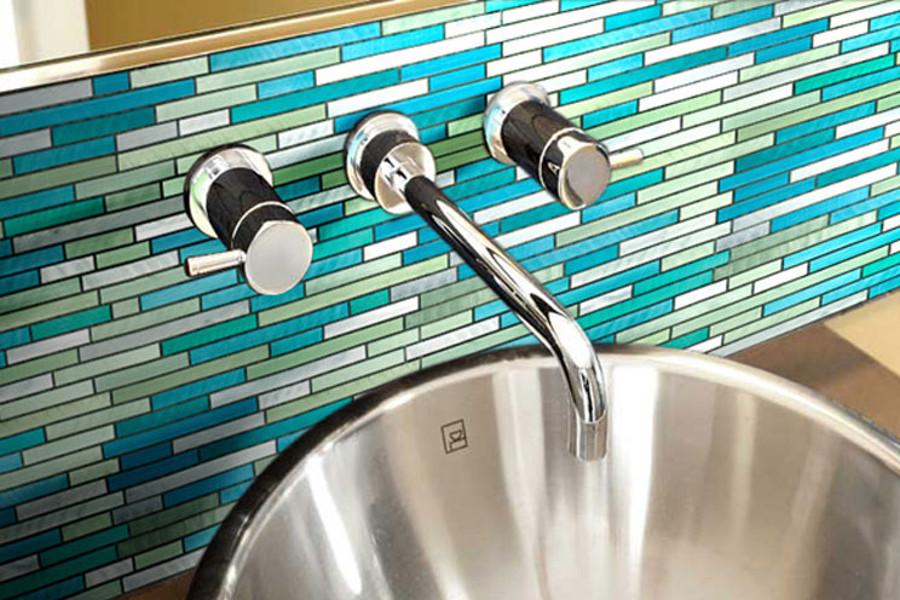 pose robinetterie et mosaïque dalle de bain